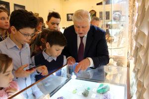 Сергей Миронов провел экскурсию для школьников